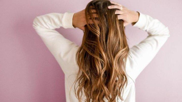BINE DE ŞTIUT! De ce să folosești balsamul de păr înaintea șamponului