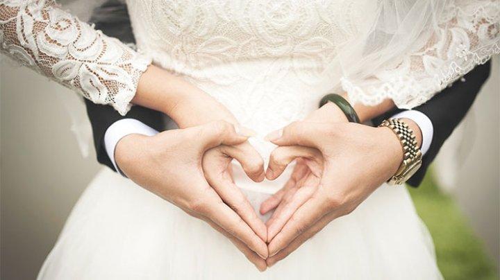 VIRAL PE INTERNET! O mireasă a citit ca jurământ la nuntă mesajele trimise de logodnicul ei altei femei