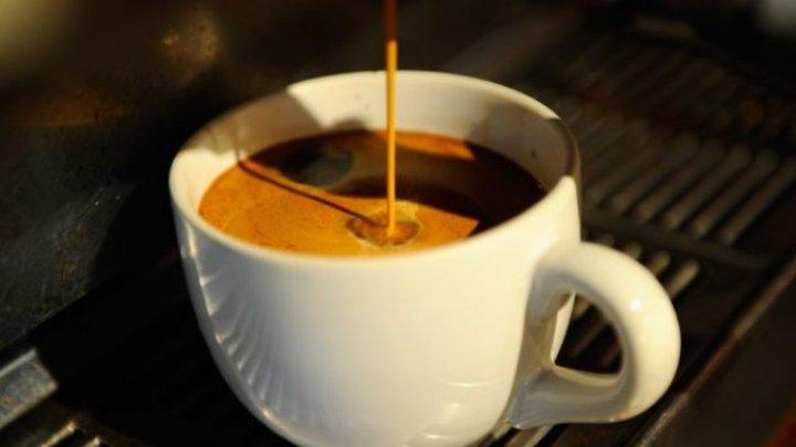 Cafeaua de la automat, un cocktail de substanţe chimice care poate produce afecţiuni grave