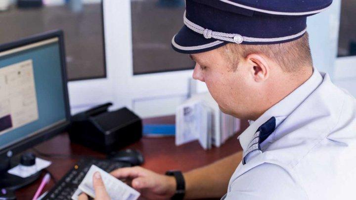 Două asigurări auto cu semne de falsificare, ridicate la vamă. Un cetățean al Turciei, cercetat penal
