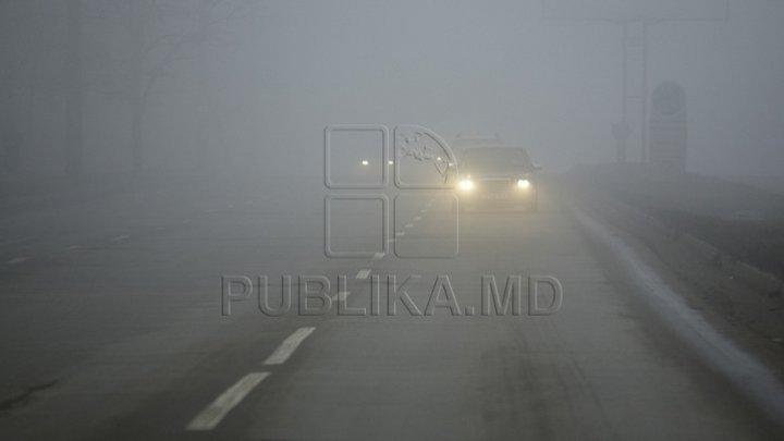 CEAŢĂ DENSĂ şi VIZIBILITATE REDUSĂ! Şoferii, AVERTIZAŢI să circule cu prudenţă
