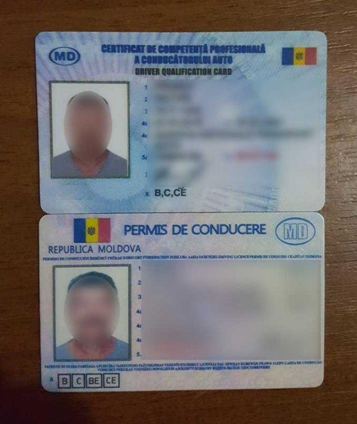 Un moldovean riscă doi ani de închisoare, după ca a fost descoperit la vamă cu acte false. A plătit două mii de lei pe ele