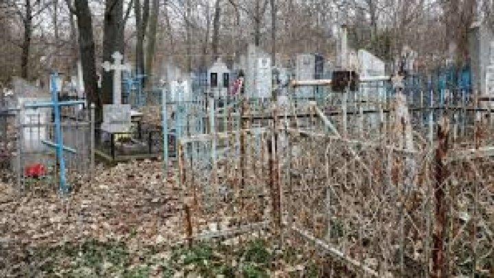 Trei adolescenţi au fost reţinuţi pentru vandalizarea cimitirului din Cahul