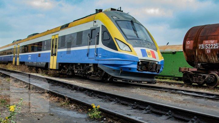 Peste 20.000 de pachete de ţigări de contrabandă, descoperite în trenul de pe ruta Chişinău-Bucureşti (FOTO)