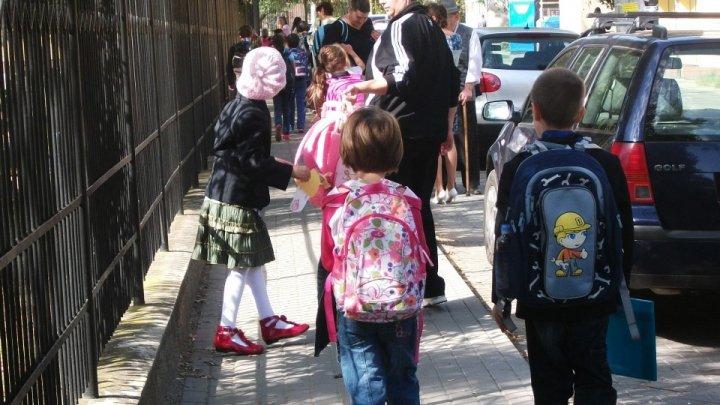 ATENȚIE PĂRINȚI! Pericolul din ograda școlii. Cât de repede poate să dispară un copil (PROMO)