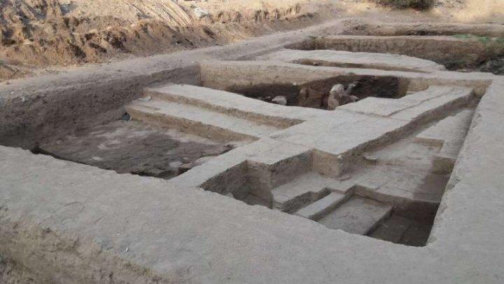 Inscripţii în calcar, vechi de aproximativ 4.000 de ani au fost descoperite în Egipt