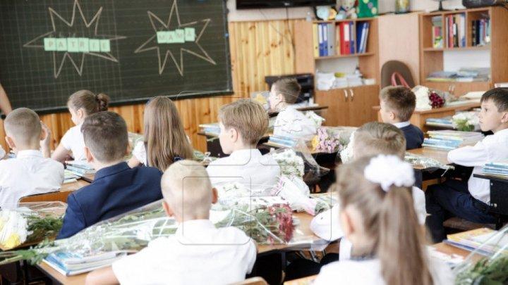 Acoperișul școlii primare din Peresecina, renovat capital. Elevii şi părinţii, mulțumiți de noile condiții