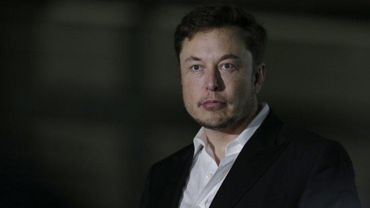 Start-up-ul misterios al lui Elon Musk. Antreprenorul spune că dezvoltă un cip care le va permite oamenilor să-și transmită muzică direct în creier