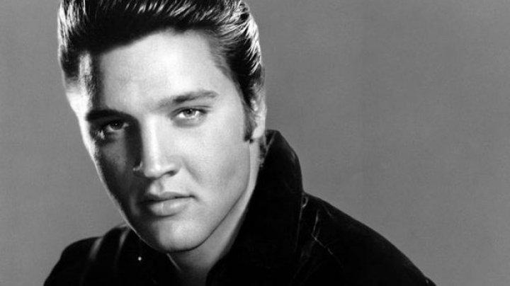 Biblia lui Elvis Presley a fost vândută la licitaţie. Cât a costat