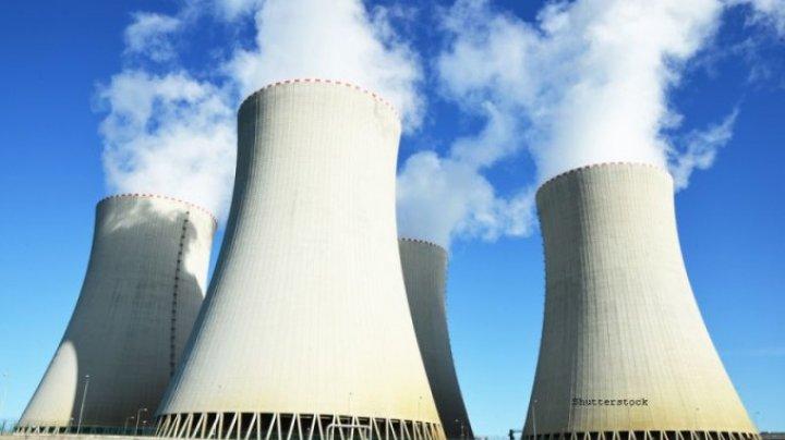 Emmanuel Macron: Franţa, o putere nucleară, îşi va închide 14 reactoare