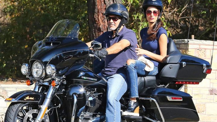 Actorul american George Clooney donează o motocicletă în beneficiul veteranilor de război