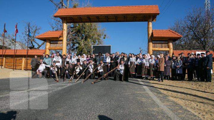 Dor de Codru, un nou traseu turistic în Moldova. Străinii, invitaţi să cunoască cultura, tradiţia şi gastronomia locală (FOTOREPORT)