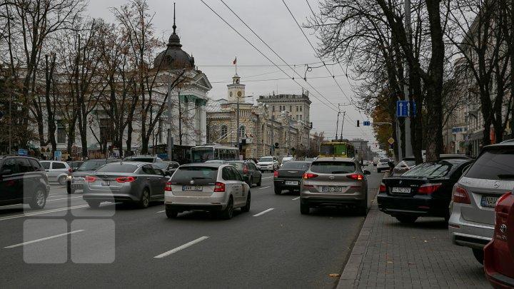 Agenții constatatori din cadrul Primăriei Chișinău ar putea să documenteze șoferii care parchează NEREGULAMENTAR