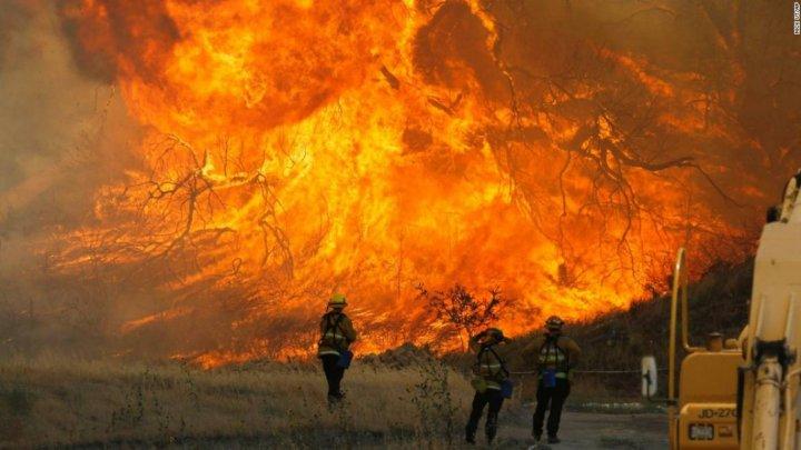 INCENDIUL DEVASTATOR din California: Casa lui Miley Cyrus a ars în totalitate. Ce vedete au mai fost afectate