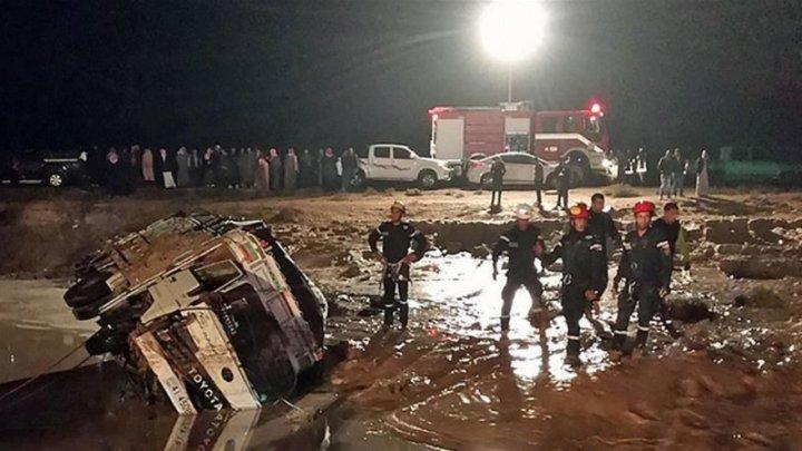 Ploile torenţiale din Iordania au ucis 11 oameni. În unele zone apa atinge 4 metri înălţime