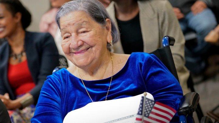 O femeie din Salvador a primit cetăţenia americană la vârsta de 106 ani