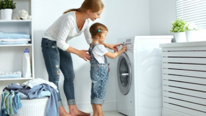 10 mari greşeli pe care le faci când speli rufe
