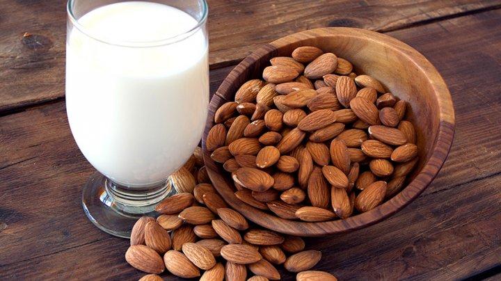 Lucruri pe care trebuie să le știi despre migdale și băuturile cu lapte de migdale