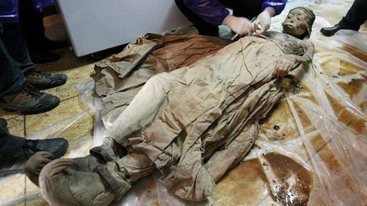 Arheologii egipteni au descoperit la sud de Cairo opt sarcofage din Antichitate