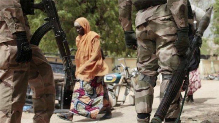 Mai mulţi bărbaţi înarmaţi au răpit 15 fete în Nigeria