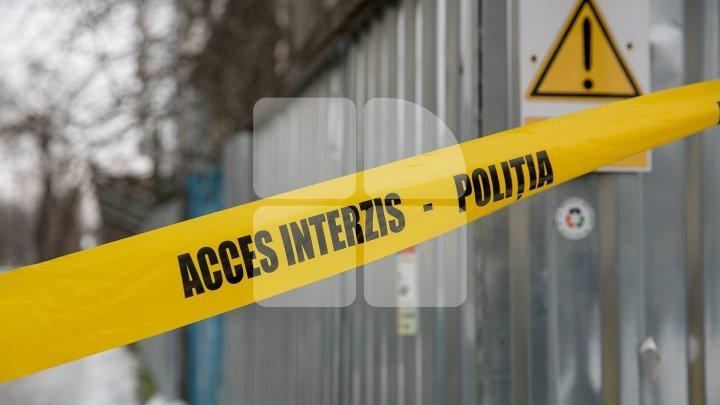 Crimă odioasă la Cimişlia. Un individ şi-a ucis CU TOPORUL propriul tată