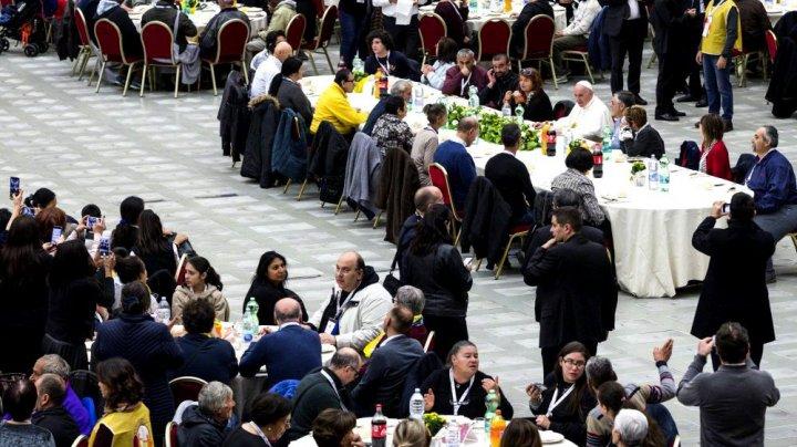 Papa Francisc a luat prânzul cu 1.500 de oameni săraci. Mesajul transmis de Suveranul Pontif