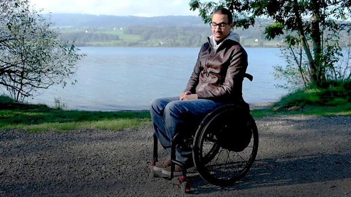 Minune în Elveţia: Trei oameni paralizați, despre care medicii credeau că nu vor mai putea merge, pășesc acum singuri (VIDEO)