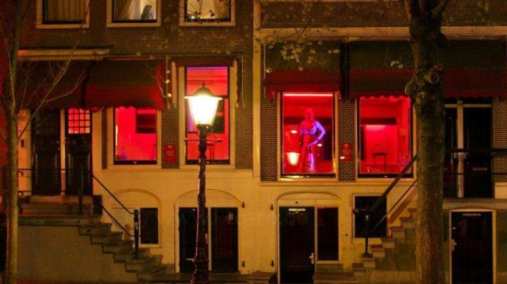 Cartierul Roşu, strada pentru care este vestită viaţa de noapte a Amsterdamului, POATE FI ÎNCHISĂ