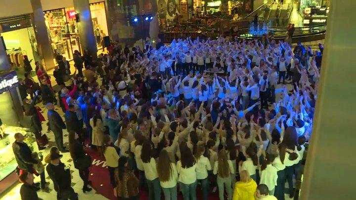Ziua Mondială a Drepturilor Copilului: 300 de elevi au făcut un flashmob impresionant