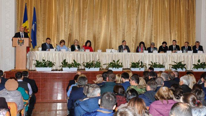 Şedinţă de Guvern la Drochia. Localnicii s-au interesat despre efectele reformei fiscale şi alimentaţia copiilor din şcoli şi grădiniţe