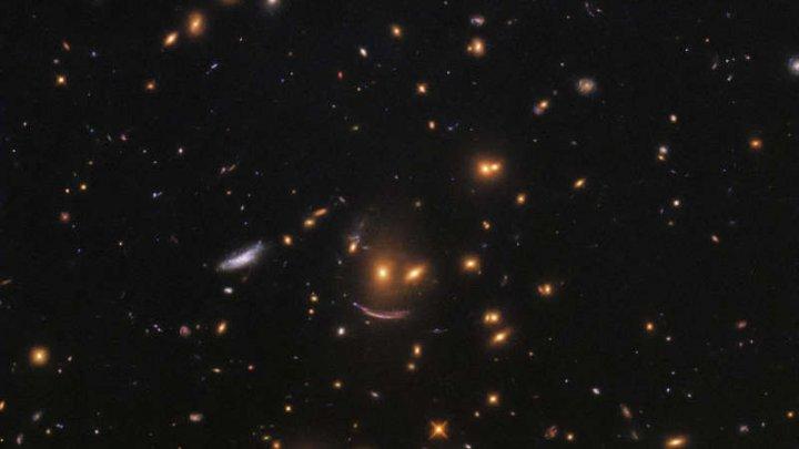 UIMITOR! Telescopul spaţial Hubble a surprins în spaţiu un chip zâmbitor (FOTO)
