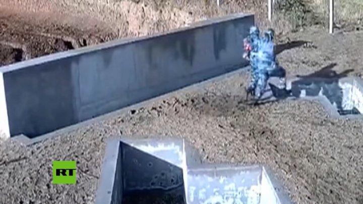 Un soldat a fost salvat în ultima clipă după ce şi-a aruncat o grenadă la picioare (VIDEO VIRAL)