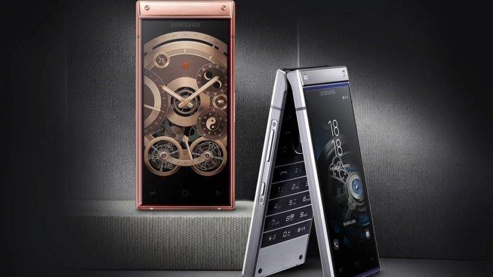 W2019, telefonul cu clapetă de la Samsung, a fost anunţat. Este mai scump decât Galaxy Note9