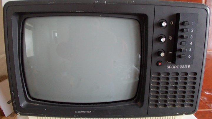Peste 7.000 de persoane au încă televizoare alb-negru în Marea Britanie