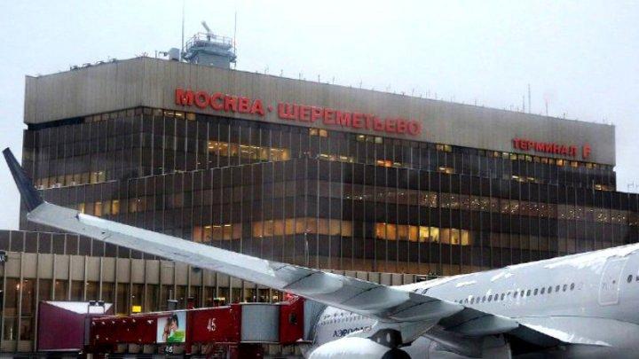 INCIDENT ŞOCANT! Un bărbat a fost lovit de un avion pe aeroportul din Moscova
