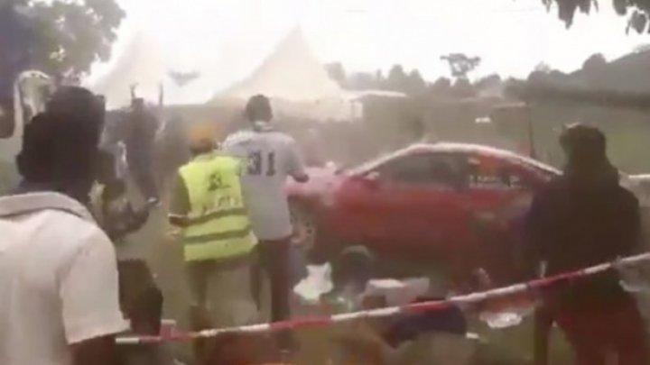 Un pilot a intrat într-un grup de spectatori în timpul unei curse de raliu. Sunt victime