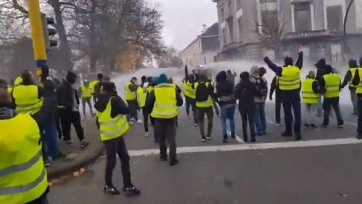 Bruxelles: Protestele au luat turnură urâtă. Tunurile de apă au fost puse în acțiune pentru a face ordine