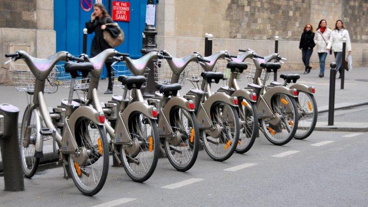 Paris lansează în 2019 un serviciu de închiriere pe termen lung a bicicletelor electrice