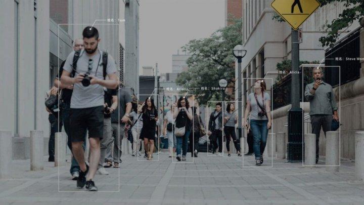 China a pus în aplicare sistemul care identifică oamenii după stilul de mers și după siluetă