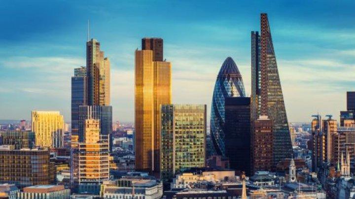 Marea Britanie va pierde 800 de miliarde de euro. Mai multe bănci își mută sediul din Londra