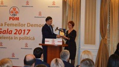 Gala Trandafirului: Doamnele democrate au fost premiate pentru implicare în viaţa socială şi politică a ţării