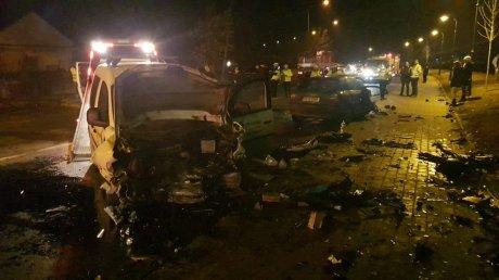 ACCIDENT CUMPLIT la Iaşi: Un mort şi cinci victime în stare gravă (IMAGINI DE GROAZĂ)