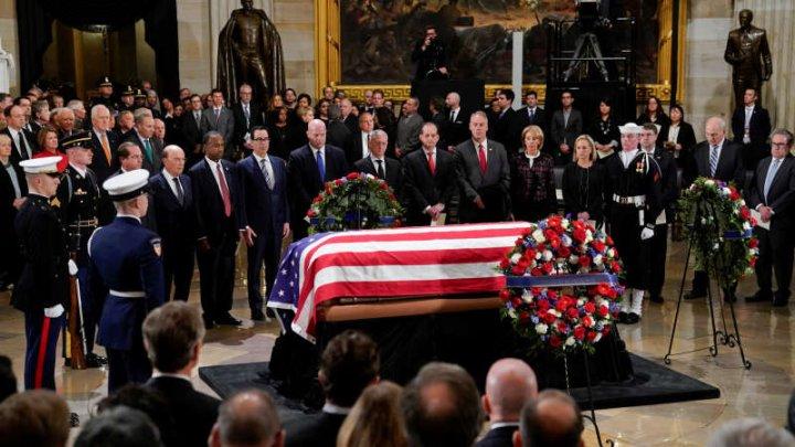 Donald Trump a adus un ultim omagiu predecesorului său republican George H.W. Bush