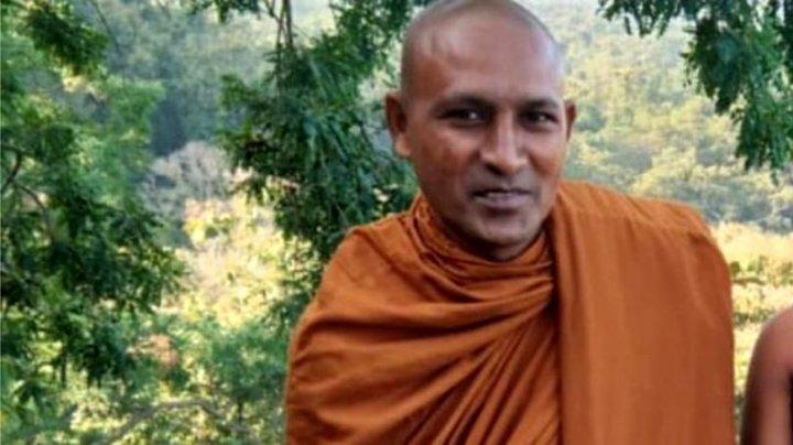 Localnicii dintr-un sat indian, alertaţi. Un călugăr budist a fost găsit MORT în pădure