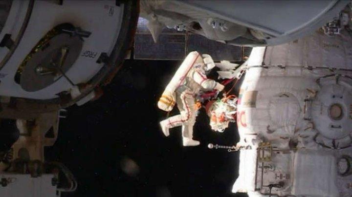 Doi cosmonauţi ruşi au inspectat fisura descoperită într-un perete al unei capsule Soyuz