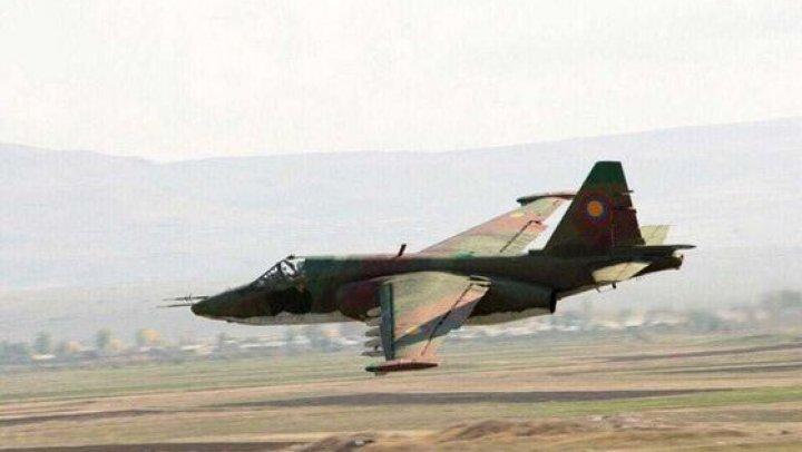 Avion militar, PRĂBUŞIT în munţii din Armenia: Piloţii au murit