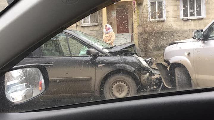 ACCIDENT VIOLENT pe strada Vasile Lupu. Un copil a ajuns la spital, iar mama lui a avut nevoie de îngrijiri medicale (FOTO)