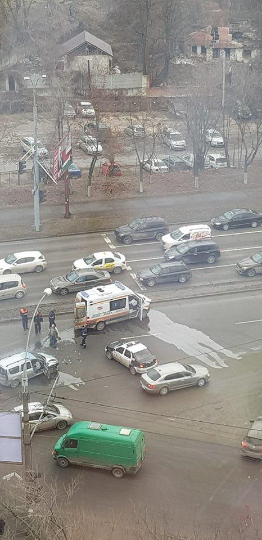 Primul accident cu o ambulanţă nouă, în sectorul Botanica. MOMENTUL IMPACTULUI (FOTO/VIDEO)