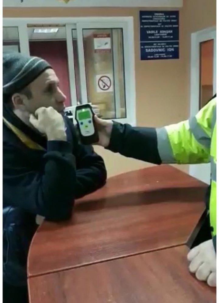 A rămas şi fără permisul de conducere provizoriu. Un taximetrist, prins BEAT LA VOLAN lângă Peresecina