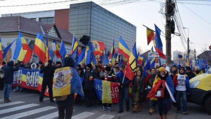 Marşul Unirii la Alba Iulia. Mii de oameni cer Unirea Basarabiei cu România